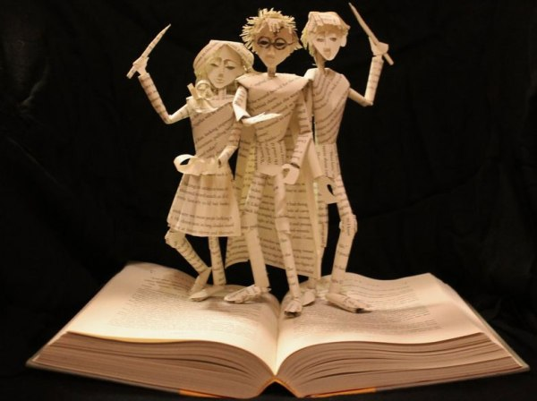 facebook-Funny-Wallpapers-harry-potter-book-sculpture